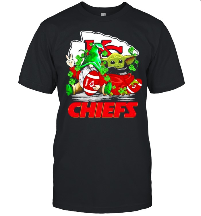 Gnome And Baby Yoda Chiefs Football Patrick's Day shirt Classic Men's T-shirt