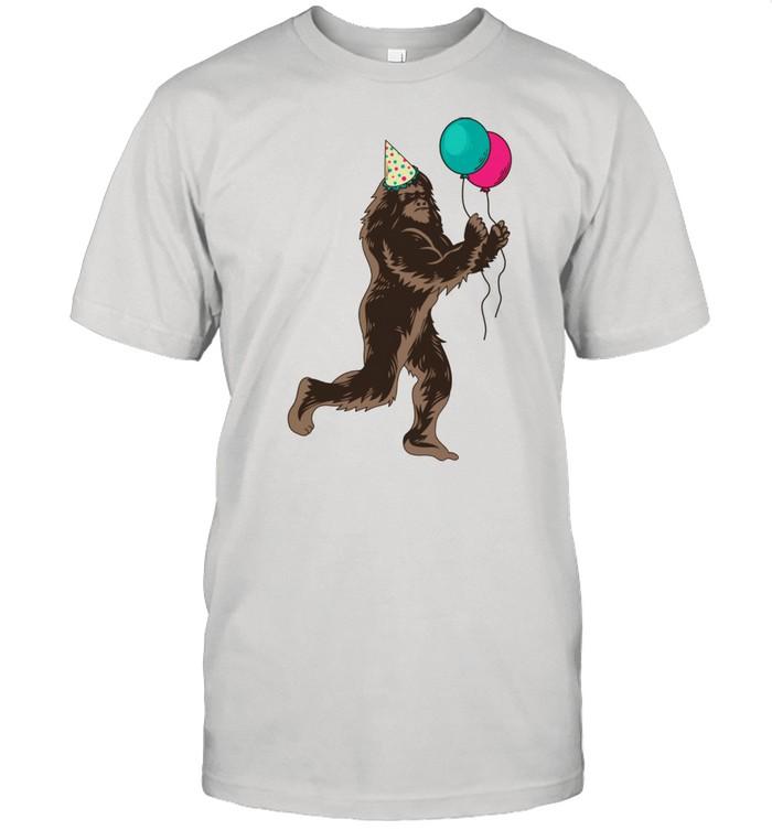 Bigfoot It's My Birthday Celebrant Sasquatch  Classic Men's T-shirt
