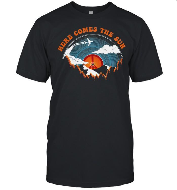 Here comes the sun shirt Classic Men's T-shirt