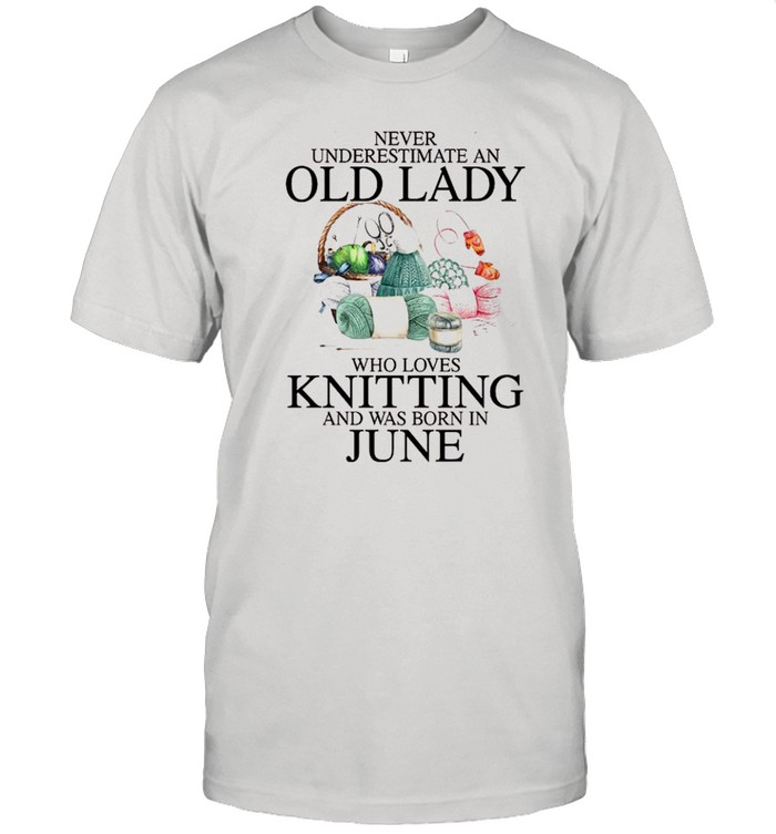 Never underestimate an old lady who loves knitting and was born in june shirt Classic Men's T-shirt