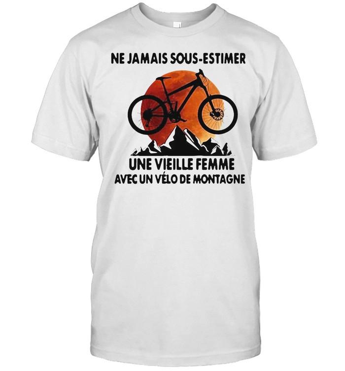 Ne Jamais Sous Estimer Une Vieille Femme Avec Un Vélo De Montagne Sunset  Classic Men's T-shirt