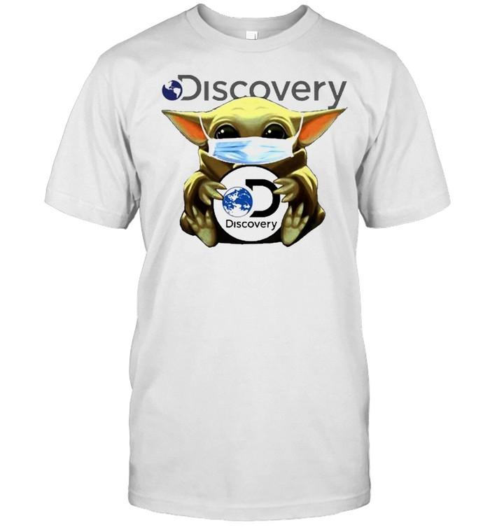 Baby Yoda face mask hug Discovery Inc shirt Classic Men's T-shirt