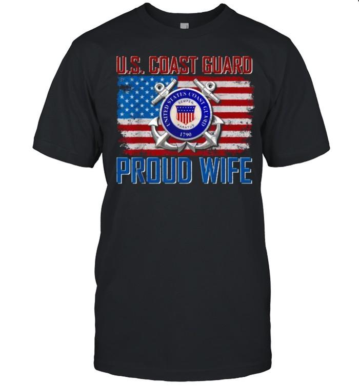 U.S Coast Guard Proud Wife With American Flag Veteran T- Classic Men's T-shirt