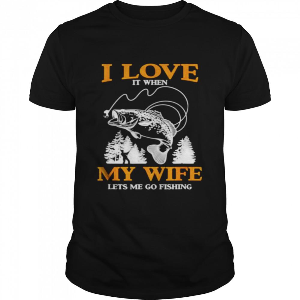 I love it when my wife lets me go fishing shirt Classic Men's T-shirt