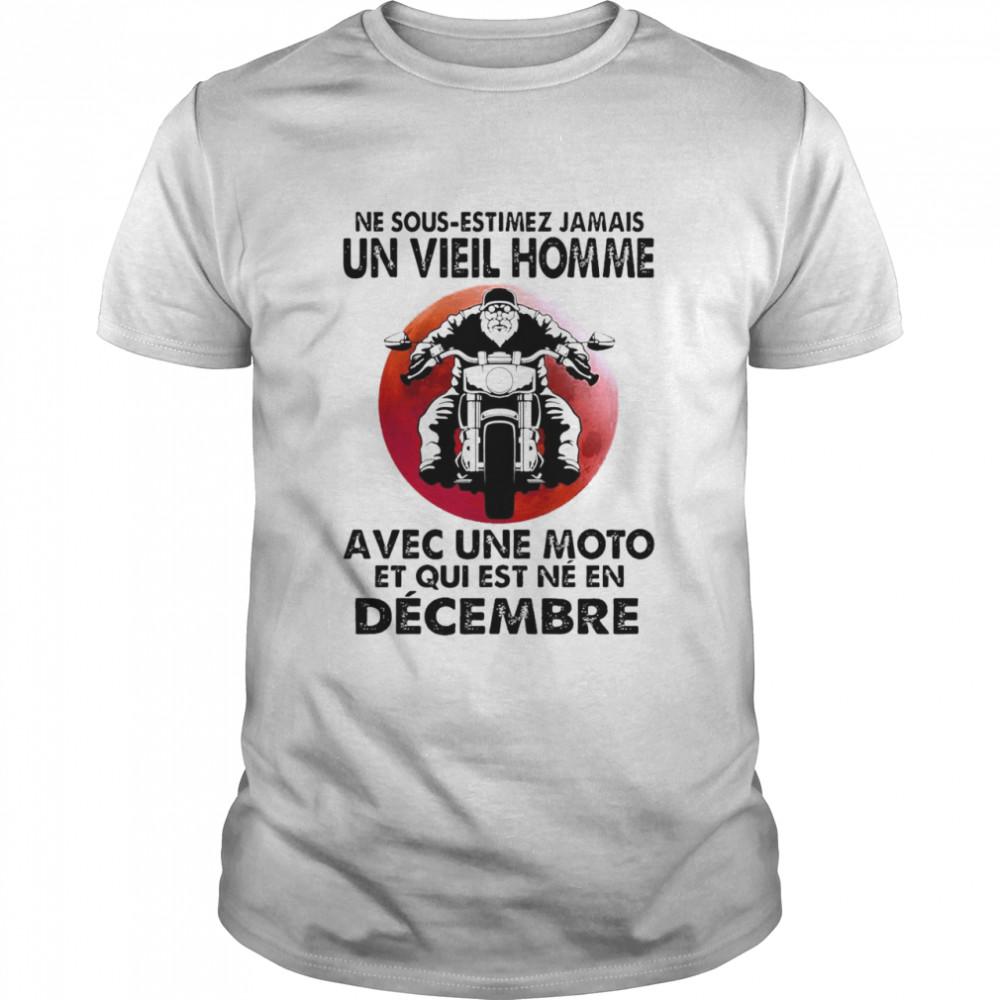 Never Motorcycle Ne Sous Estimez Jamais Un Vieil Homme Avec Une Moto Et Qui Est Ne En Decembre T-shirt Classic Men's T-shirt